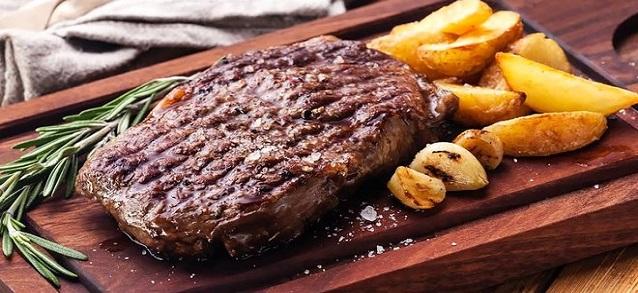 Grilovaný Strip steak s rozmarínovými zemiačikmi